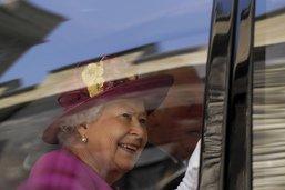 Elizabeth II décore Emma Thompson et Keira Knightley