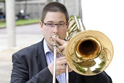 Il est le mercenaire du brass band