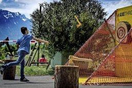 Le lancer de hache, un sport étonnant qui séduit les Romands