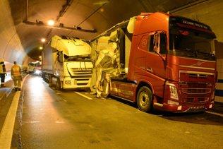 Carambolage entre quatre camions dans un tunnel de l'A2 à Eich (LU)