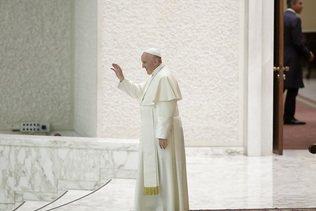 Le pape François accueilli par Alain Berset à Genève