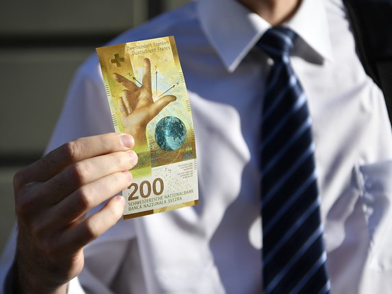 Le nouveau billet de 200 francs met en exergue la vocation scientifique de la Suisse (archives). © KEYSTONE/ANTHONY ANEX