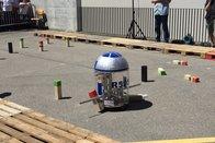 Les robots jouent aux quilles