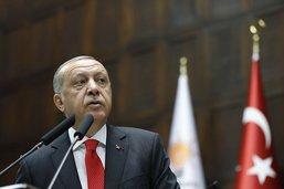 Turquie: Erdogan dévoile un nouveau cabinet avec son gendre aux Finances