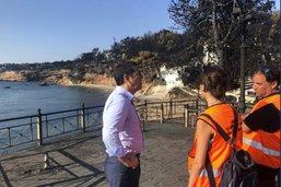 Incendies: Tsipras se rend sur les lieux du désastre