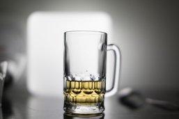 La démence sénile touche moins les buveurs modérés
