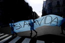 Des milliers d'Argentins protestent contre la légalisation de l'IVG