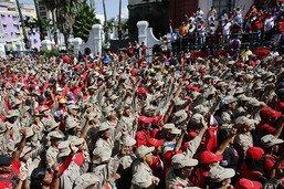 """Rassemblement pro-Maduro à Caracas après l'""""attentat"""""""