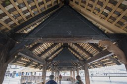 Les tableaux vides du pont de la Chapelle 25 ans après l'incendie