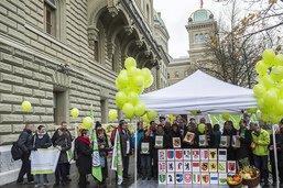 Partisans de l'initiative pour des aliments équitables en campagne