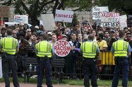 Les suprémacistes blancs submergés par les contre-manifestants à Washington