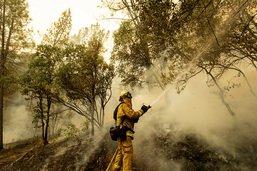 Les pompiers progressent contre les incendies en Californie