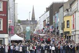 L'Irlande du Nord rend hommage aux 29 morts de l'attentat d'Omagh
