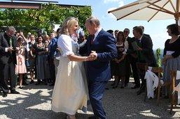 Mariage de la chef de la diplomatie autrichienne: présence polémique de Poutine