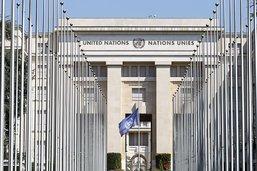 Annan: drapeaux de l'ONU à mi-mât au Palais des Nations à Genève