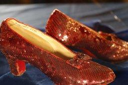 """Chaussures de l'héroïne du """"Magicien d'Oz"""" retrouvées après 13 ans"""
