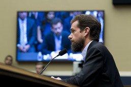 Ingérences électorales: Facebook et Twitter devant le congrès