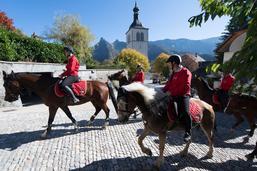 Septante-cinq chevaux dans le centre de Gruyères
