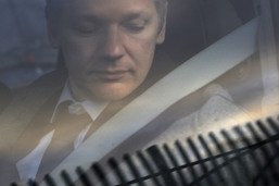 Quito va met fin au régime d'isolation imposé à Julian Assange