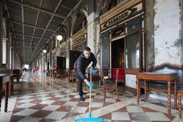Venise: deux toiles de Miró ont pris l'eau