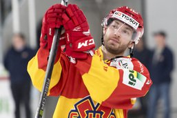 Jacob Micflikier signe à Fribourg