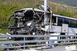 Un accident de car fait un mort et quatorze blessés