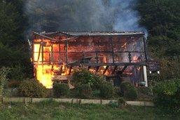 Chalet en flammes à Cheyres
