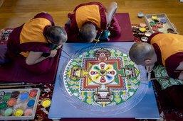 Un mandala réalisé par des moines tibétains