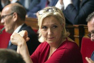 La justice française ordonne un examen psychiatrique de Marine Le Pen
