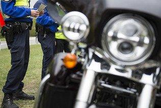 En continu - Les motards appelés à ranger leur bécane