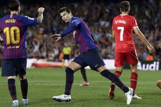 Réduit à dix, Barcelone sauve un point