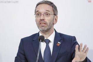 """Autriche: le FPÖ accusé de vouloir """"contrôler"""" les médias"""