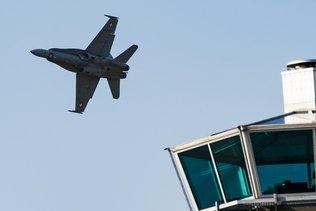 Reprise des entraînements de nuit pour les F/A-18