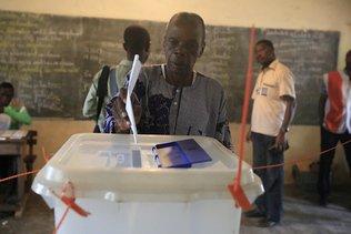 Elections: large victoire du pouvoir, faible participation