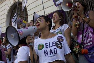 Les femmes, le sexe trop faible pour barrer le candidat d'extrême droite Bolsonaro au Brésil