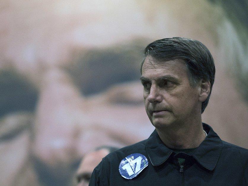 """Brésil: """"Je ne suis pas d'extrême droite"""", clame Bolsonaro"""