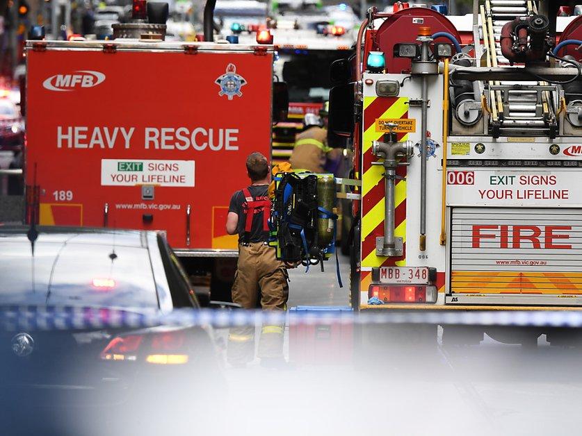 Un mort et des blessés dans une attaque au couteau