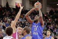 Fribourg Olympic ramène un succès de Bonn