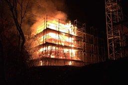 Un bâtiment en construction prend feu à Alterswil