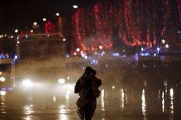 """""""Gilets jaunes"""": policiers pris à partie à Paris, appel au calme"""