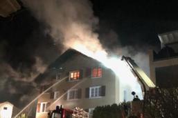Un feu détruit un immeuble d'habitation dans le canton d'Uri