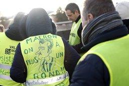 """Pour l'acte 9, les """"gilets jaunes"""" hésitent entre Bourges et Paris"""