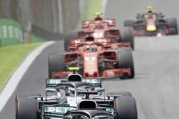 Hamilton gagne, le titre à Mercedes