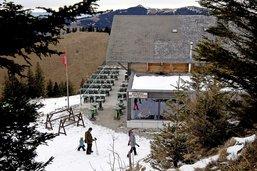 Attablés au sommet, mais sans skis