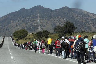 """La """"caravane"""" de migrants progresse dans l'ouest du Mexique"""