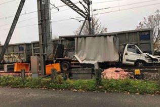 Collision entre un train et un camion rempli de déchets d'abattoir