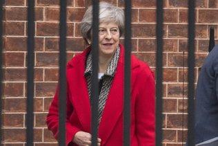 Theresa May balaie les contre-propositions de ses rivaux