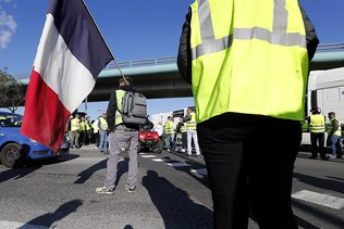 Gilets jaunes: 16 policiers blessés à La Réunion