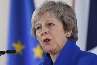 Theresa May annonce le report du vote sur l'accord de Brexit