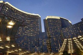 Deux religieuses tapent dans la caisse pour jouer à Las Vegas